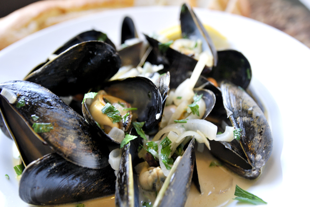 Mussels in Wine & Broth with Garlic, Fennel & Herbs